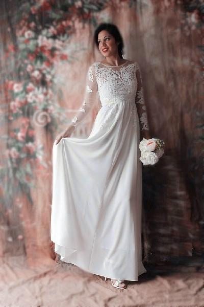 083ec0c534f8 Skräddarsydd Brudklänning i Exklusiv Fransk Spets & Chiffong Långärmad